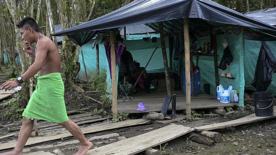 """A FARC guerrilla fighter walks in the Front 34 Alberto Martinez encampment after the New Year's celebration in Vegaez municipality, Antioquia department, Colombia on January 1, 2017. Colombia's Congress on Wednesday passed a law granting an amnesty to the Marxist FARC rebels as part of the country's peace deal, a development the government hailed as """"historic."""" / AFP / STR / RAUL ARBOLEDA (Photo credit should read"""