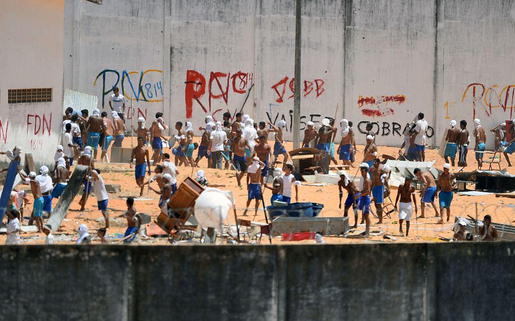 Imagen de prisioneros de la Centro Penitenciario de Alcaçuz en Metal, Rio Grande do Norte, Brasil, durante confrontaciones el 19 de enero de 2017. (Crédito: ANDRESSA ANHOLETE/AFP/Getty Images)