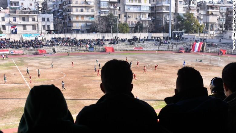 El fútbol profesional regresó después de cinco años a Aleppo.