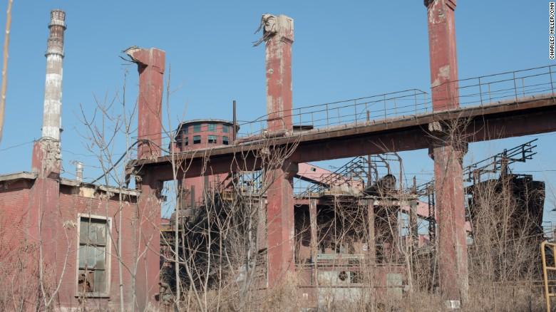 La planta de la compañía siderúrgica Shougang, en las afueras de Beijing, fue cerrada poco antes de los Juegos Olímpicos del 2008 para evitar una fea capa de bruma sobre la ciudad por los días en que los la ciudad sería el centro de atención de todo el mundo.