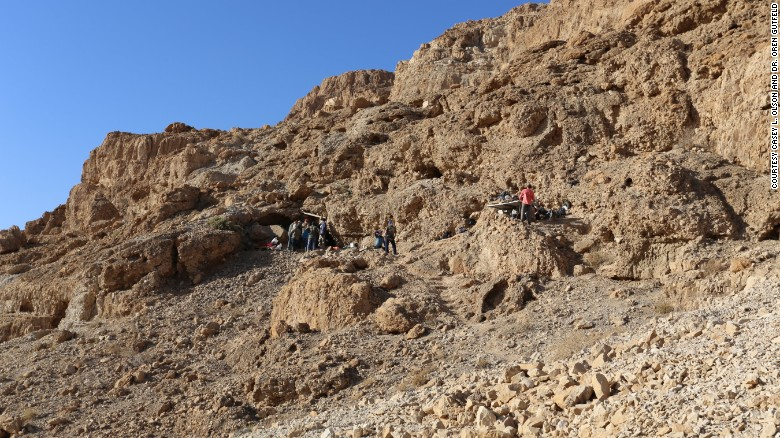 170208164500-entrance-of-newly-discovered-dead-sea-scroll-cave-exlarge-169