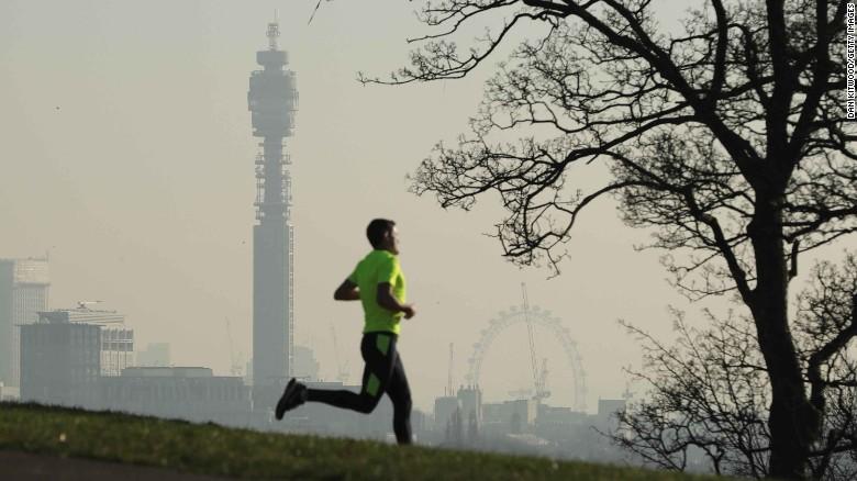 En enero pasado, alguna partes de Londres sobrepasaron el límite anual permitido de exposición al dióxido de nitrógeno, justo después de la celebración de Año Nuevo.