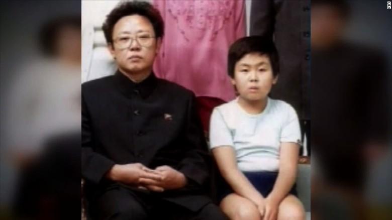 Kim Jong-nam con su padre, el fallecido dictador de Corea del Norte Kim Jong-il.