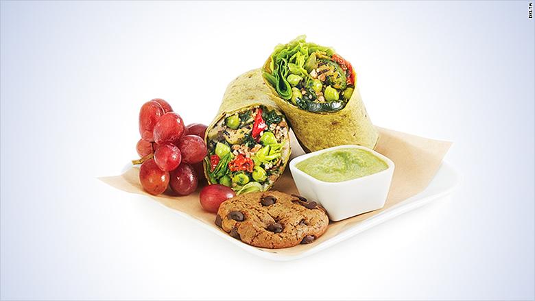 Las comidas varían según los tiempos de vuelo y los pasajeros pueden escoger entre un menú con diferentes opciones.
