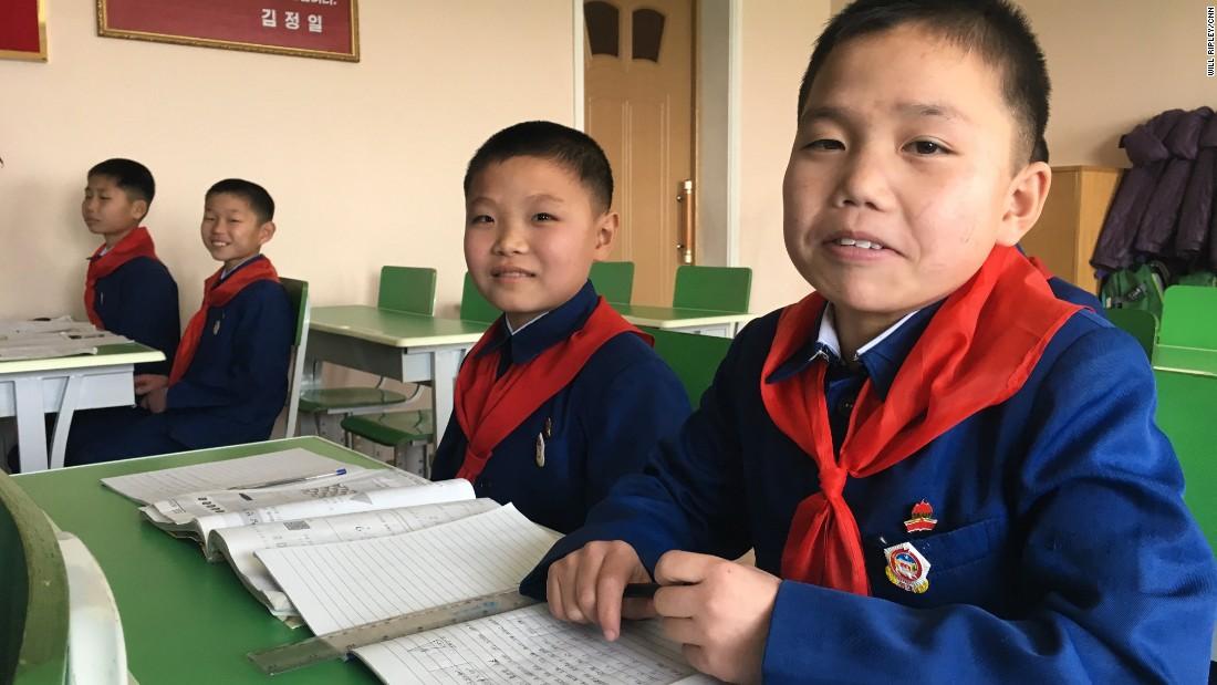 Estos niños estudian en un colegio para huérfanos de Pyongyang que CNN visitó el 19 de febrero del 2017.