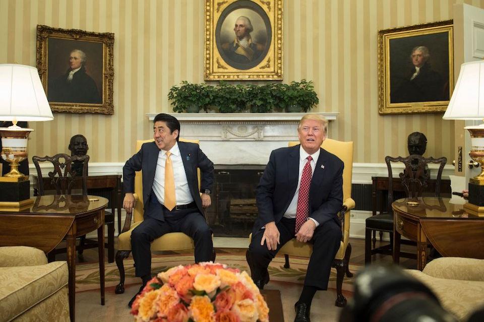 Donald Trump y Shinzo Abe en la Casa Blanca. (BRENDAN SMIALOWSKI/AFP/Getty Images)
