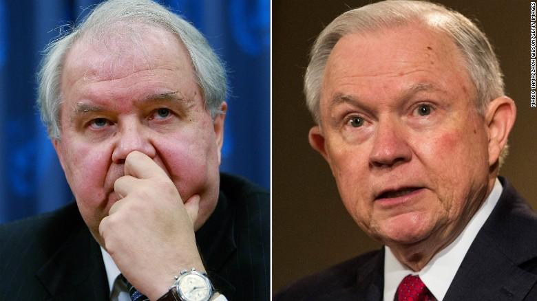 Sergey Kislyak (i) se reunió en dos ocasiones con Jeff Sessions en el 2016 antes de que fuera nombrado fiscal general del gobierno Trump.