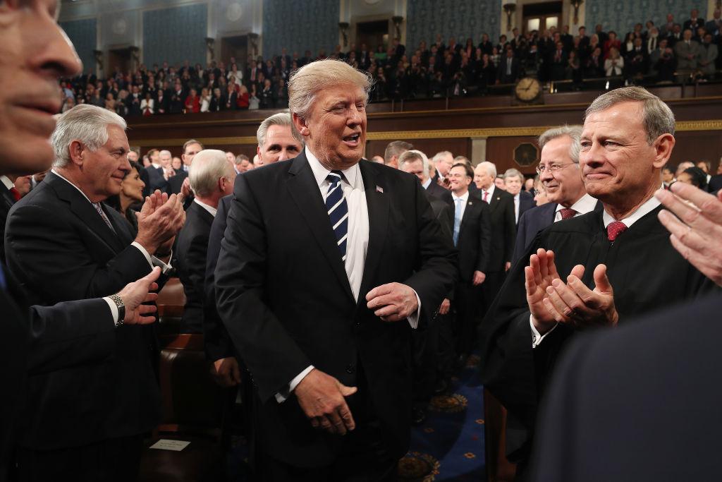 El presidente Donald Trump durante su llegada al Congreso para dar su primer discurso oficial ante esa institución el 28 de febrero de 2017. (Crédito: Jim Lo Scalzo - Pool/Getty Images)