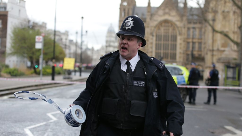 A police officer sets up a police cordon outside the Houses of Parliament in central London on March 22, 2017 during an emergency incident. / AFP PHOTO / Daniel LEAL-OLIVAS (Photo credit should read DANIEL LEAL-OLIVAS/AFP/Getty Images)