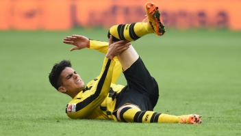 Dortmund's Spanish defender Marc Bartra lays on the pitch during the German first division Bundesliga football match FC Bayern Munich v BVB Borussia Dortmund in Munich, southern Germany, on April 8, 2017. / AFP PHOTO / Christof STACHE / RESTRICTIONS: DURING MATCH TIME: DFL RULES TO LIMIT THE ONLINE USAGE TO 15 PICTURES PER MATCH AND FORBID IMAGE SEQUENCES TO SIMULATE VIDEO. == RESTRICTED TO EDITORIAL USE == FOR FURTHER QUERIES PLEASE CONTACT DFL DIRECTLY AT + 49 69 650050 (Photo credit should read CHRISTOF STACHE/AFP/Getty Images)