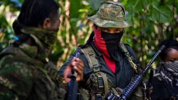 This photo taken on January 26, 2017 shows Danilo Hernandez, (C) commander of the Western Front of War Cimarron Resistance of the National Liberation Army (ELN), during an interview with AFP in Alto Baudo, in the department of Choco. Colombia's last active rebel force, the leftist National Liberation Army (ELN), promises to release a hostage on February 2 to clear the way for peace talks with the government. Deep differences remain with the ELN, as one of its western commanders, Danilo Hernandez, told AFP in an interview in the jungle this week. / AFP / LUIS ROBAYO / TO GO WITH Colombia-conflict-peace-ELN,INTERVIEW by Alina DIESTE (Photo credit should read LUIS ROBAYO/AFP/Getty Images)