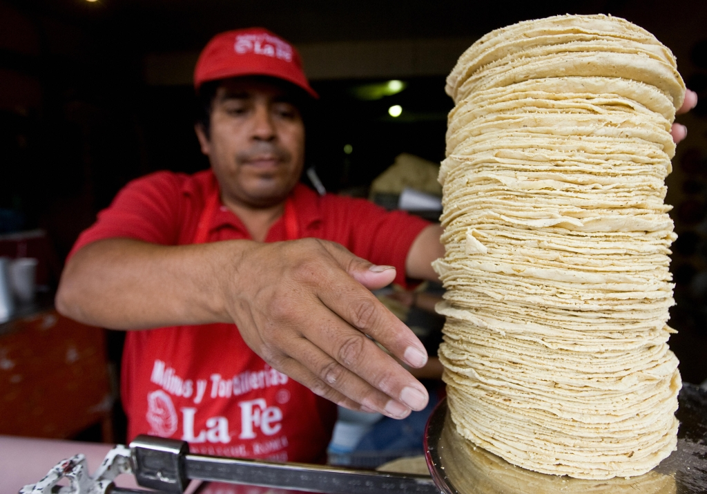 La tortilla es uno de los productos básicos en la canasta mexicana. Crédito: Ronaldo Schemidt / AFP / Getty Images