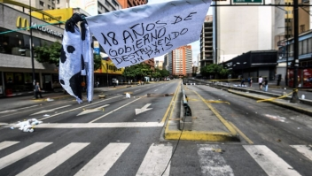 View of Francisco de Miranda avenue, during a 48-hour general strike called by the opposition, in Caracas on July 27, 2017. Venezuela's opposition kicked off a second day of a general strike after a day of street protests left three people dead, in an intensifying showdown over President Nicolas Maduro's plan to rewrite the nation's constitution. / AFP PHOTO / JUAN BARRETO (Photo credit should read JUAN BARRETO/AFP/Getty Images)