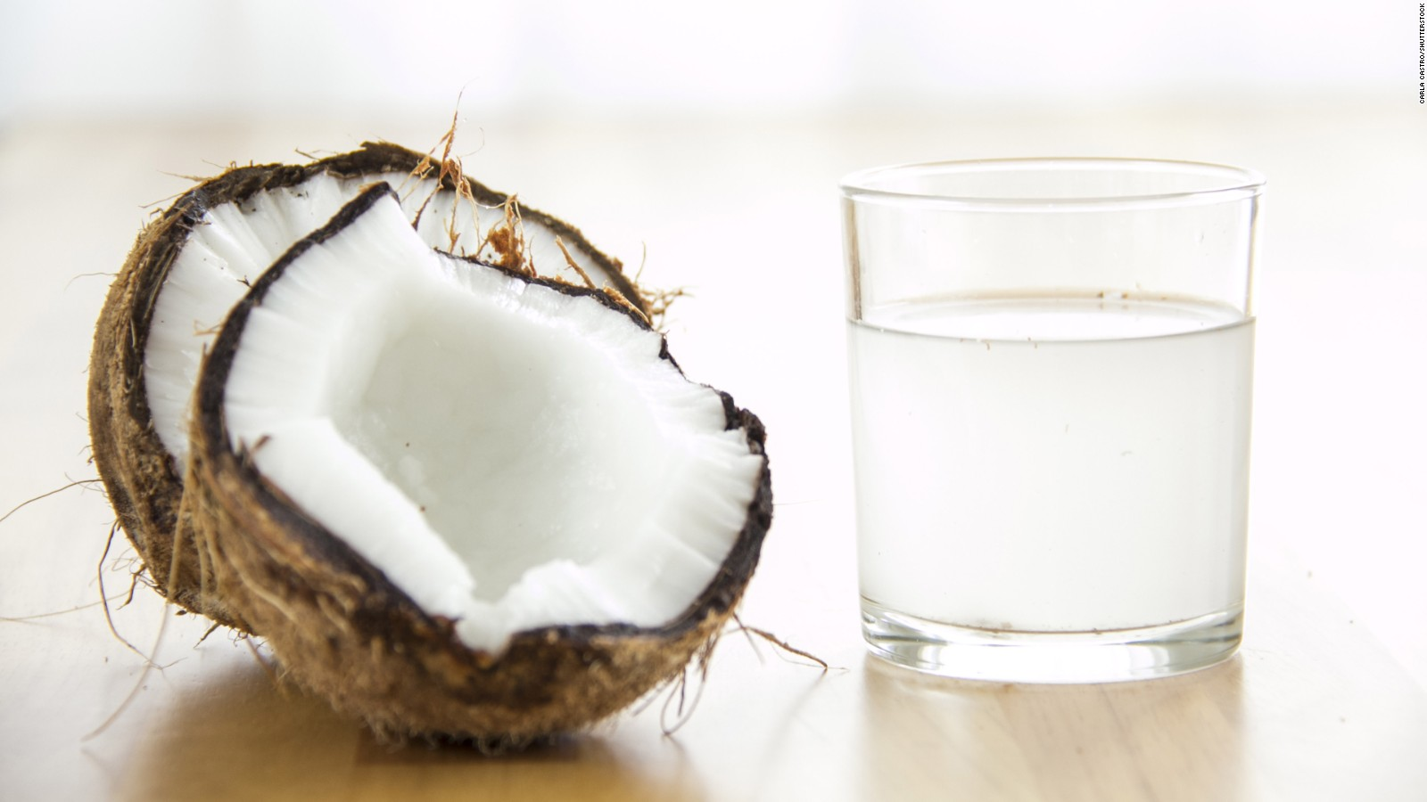 Qué tan ciertos son los beneficios del agua de coco? – CNN