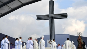 """Pope Francis gets ready for an open air mass, in Simon Bolivar Park on September 7, 2017 In Bogota. Pope Francis urged Colombians to avoid seeking """"vengeance"""" for the sufferings of their country's half-century civil conflict as they work towards a lasting peace. / AFP PHOTO / Alberto PIZZOLI (Photo credit should read ALBERTO PIZZOLI/AFP/Getty Images)"""