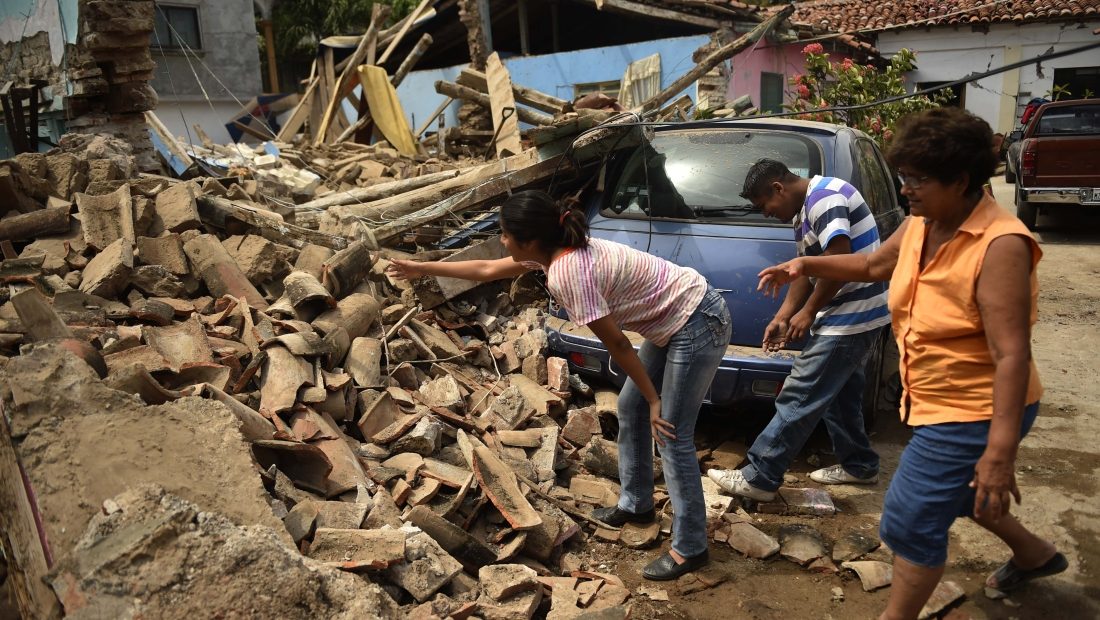 People search on September 8, 2017 amid the rubble of buildings which collapsed in Juchitan de Zaragoza, state of Oaxaca, after an 8.2 earthquake that hit Mexico's Pacific coast overnight. Mexico's most powerful earthquake in a century killed at least 35 people, officials said, after it struck the Pacific coast, wrecking homes and sending families fleeing into the streets. / AFP PHOTO / Pedro PARDO (Photo credit should read PEDRO PARDO/AFP/Getty Images)