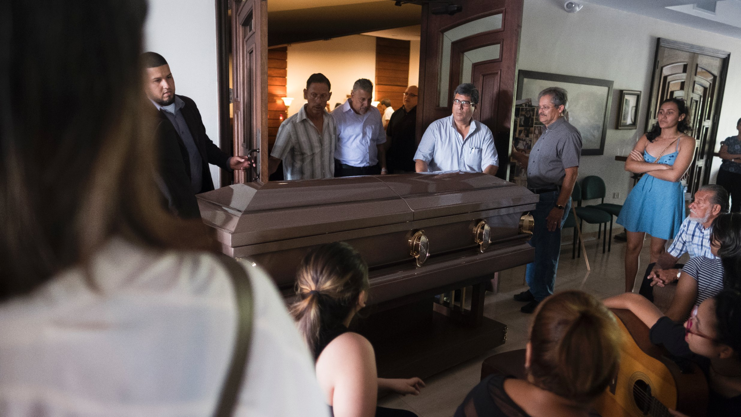 Varios familiares le dijeron a CNN que creen que la muerte de Rivera estuvo relacionada con el huracán.