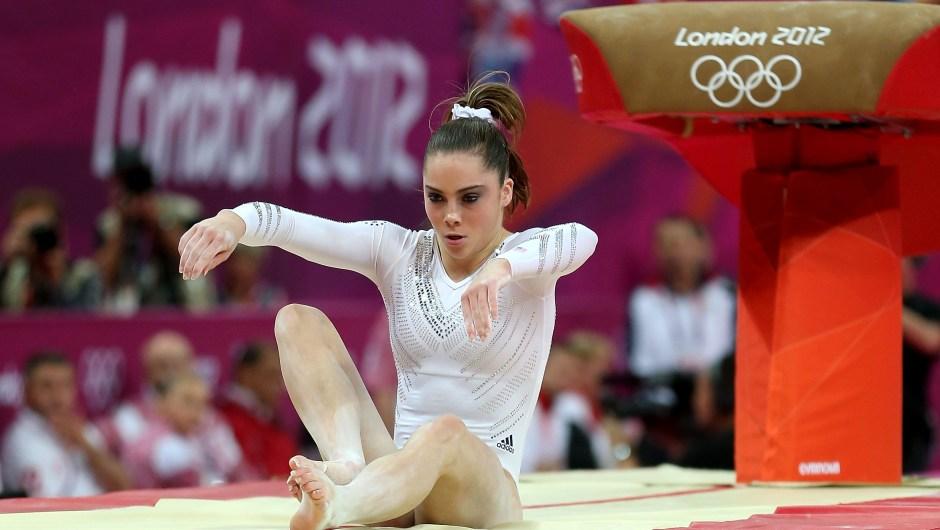McKayla Maroney falla en su salida en la final de salto de caballo de los Juegos Olímpicos de Londres 2012. Crédito: Quinn Rooney / Getty Images