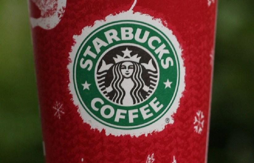Los copos de nieve y las tórtolas fueron parte del diseño del vaso de Starbucks para las fiestas de 2008, que convirtió el logotipo de Starbucks en un adorno de árbol de Navidad.