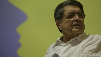"""Nicaraguan writer Sergio Ramirez talks about literary awards during the second day of the Fifth literary festival """"CentroAmérica Cuenta"""" dedicated to two great French authors of the twentieth century, André Malraux and Albert Camus in Managua on May 23, 2017. / AFP PHOTO / INTI OCON (Photo credit should read INTI OCON/AFP/Getty Images)"""
