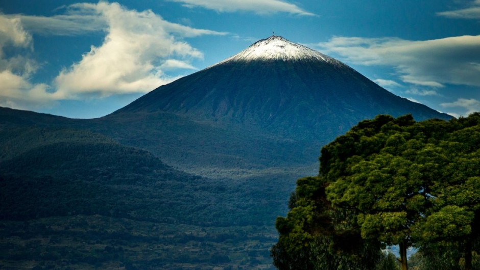 Rwanda: This central African country has distanced itself from its troubled past and is now on the tourist map thanks to its spectacular volcanic landscapes, wildlife and national parks.