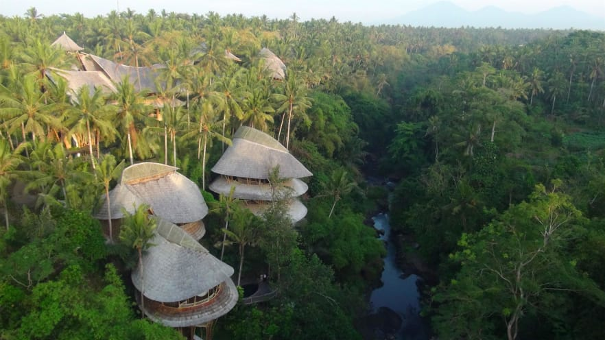 En Bali, el pueblo verde de 18 casas está construido casi enteramente con bambú. Foto: deam irvine/CNN