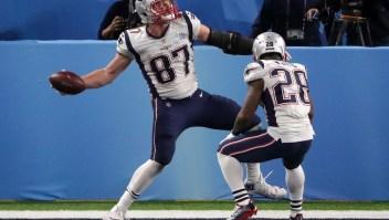Rob Gronkowski (87), de los New England Patriots, celebra su recepción para un touchdown de 4 yardas en el cuarto tiempo contra los Philadelphia Eagles en el Super Bowl LII en el US Bank Stadium el 4 de febrero de 2018 en Minneapolis, Minnesota. Crédito: Streeter Lecka / Getty Images