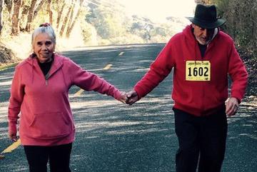 María Soto, de 72 años, y su esposo Efrén, de 77, sus seis hijos adultos y 13 nietos, se atienden en el Anderson Valley Health Center, en Boonville, California. (Esther Soto/Cortesía de María Soto)