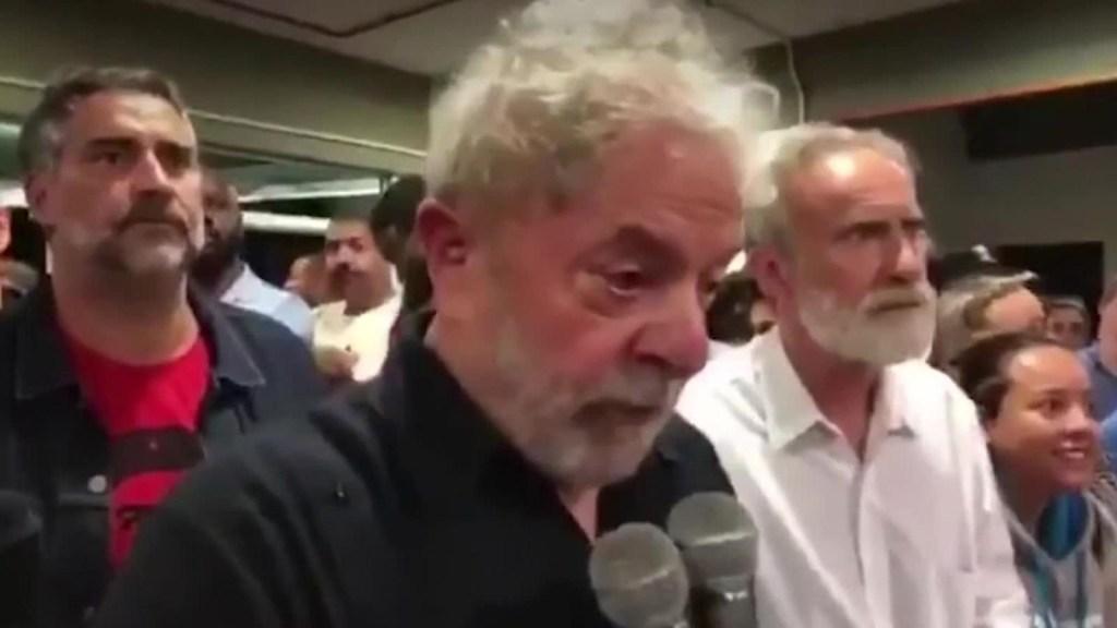 Atacan caravana de Lula da Silva en Brasil