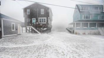 'Bomba ciclónica' en el área costera de Nueva Inglaterra. (Crédito: RYAN MCBRIDE/AFP/Getty Images)