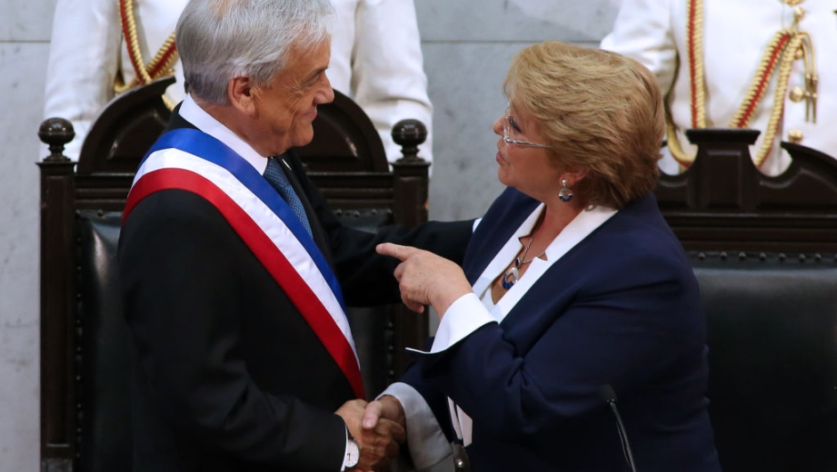TOPSHOT - Chilean new President Sebastian Pinera (L) is greeted by outgoing President Michelle Bachelet during his inauguration ceremony at the Congress in Valparaiso, Chile, on March 11, 2018. / AFP PHOTO / CLAUDIO REYES (Photo credit should read CLAUDIO REYES/AFP/Getty Images)