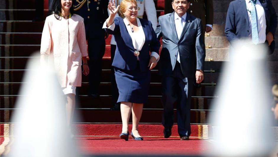 Chile's outgoing President Michelle Bachelet (C) waves as she leaves the Congress in Valparaiso, Chile, after the swearing-in ceremony of Chilean new President Sebastian Pinera (out of frame), on March 11, 2018. Rightwing billionaire businessman Pinera was sworn in as the new president of Chile for the second time. / AFP PHOTO / PABLO VERA LISPERGUER (Photo credit should read PABLO VERA LISPERGUER/AFP/Getty Images)Chile's outgoing President Michelle Bachelet (C) waves as she leaves the Congress in Valparaiso, Chile, after the swearing-in ceremony of Chilean new President Sebastian Pinera (out of frame), on March 11, 2018. Rightwing billionaire businessman Pinera was sworn in as the new president of Chile for the second time. / AFP PHOTO / PABLO VERA LISPERGUER (Photo credit should read PABLO VERA LISPERGUER/AFP/Getty Images)