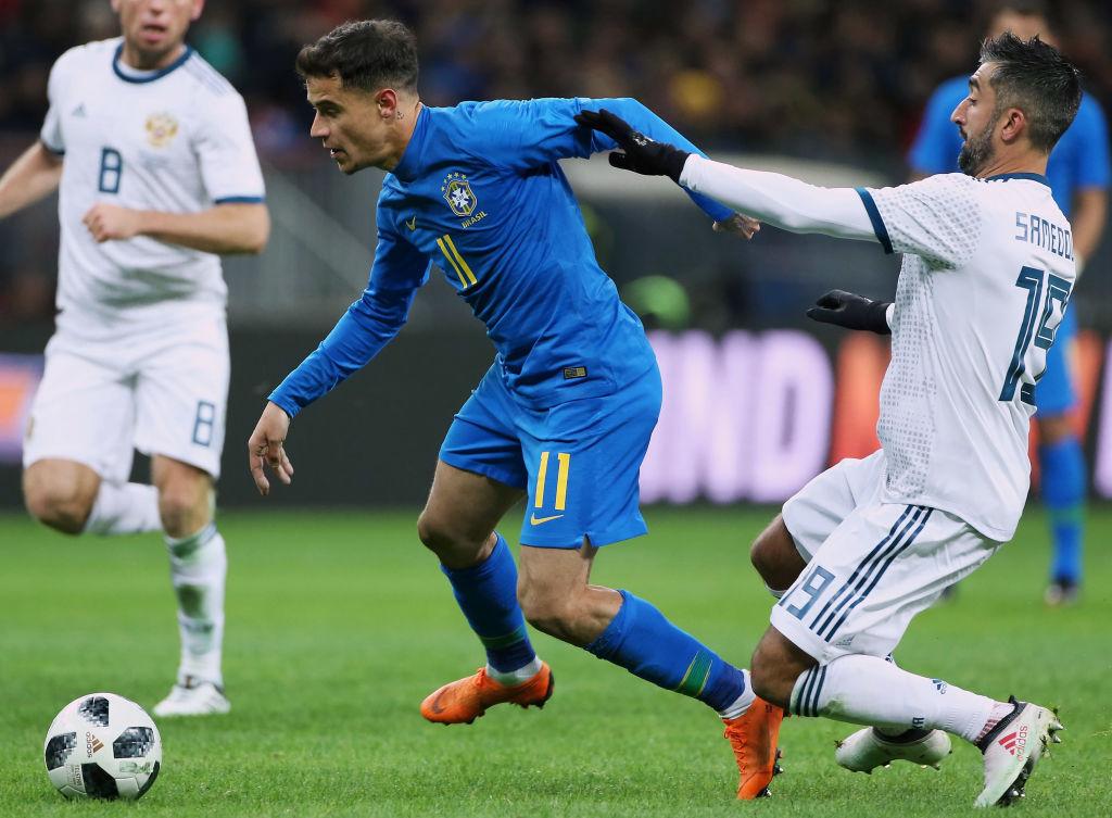 Aleksandr Samedov de Russia y Philippe Coutinho de Brasil en el encuentro amistoso celebrado el 23 de marzo de 2018. (Crédito: Oleg Nikishin/Getty Images)