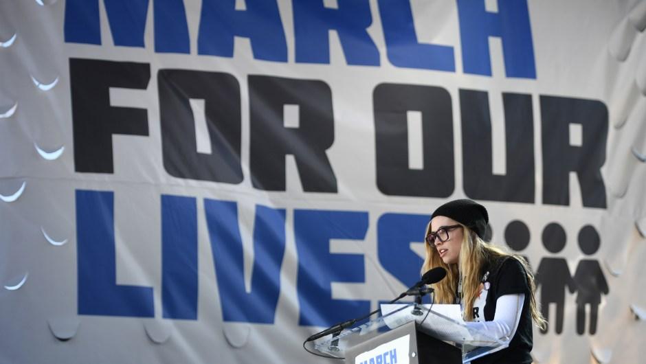 Delaney Tarr, sobreviviente de la masacre en la escuela secundaria Marjory Stoneman Douglas en Parkland, Florida, durante su discurso en la Marcha por Nuestras Vidas en Wahington. (Crédito: JIM WATSON/AFP/Getty Images)