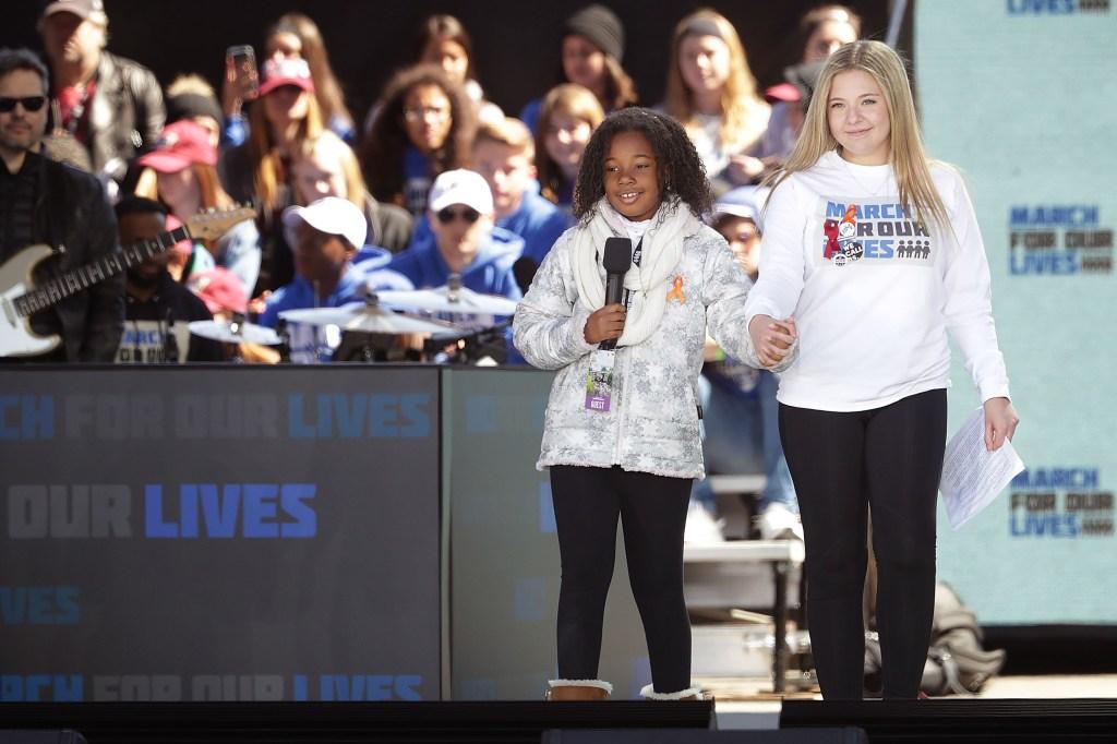 Yolanda Renee King, nieta de Marthin Luther King, en la Marcha por Nuestras Vidas acompañada de Jaclyn Corin, sobreviviente de la matanza de Parkland. (Crédito: Chip Somodevilla/Getty Images)