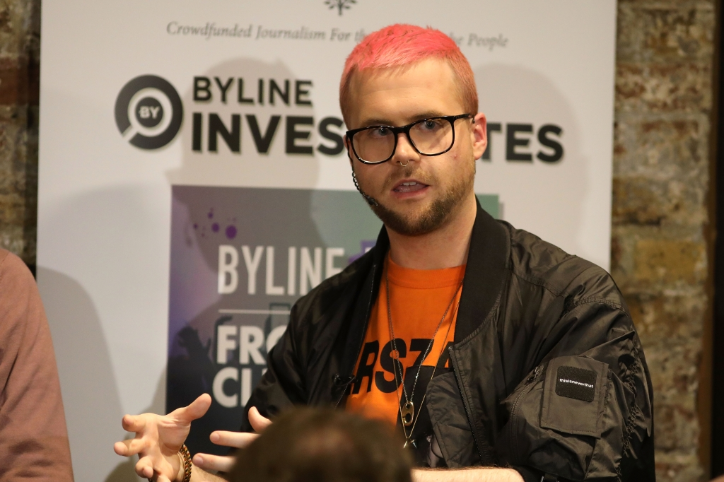 Christopher Wylie, informante en el caso de Cambridge Analytica, durante una conferencia en Frontline Club el 26 de marzo de 2018 en Londres, Reino Unido. (Crédito: Dan Kitwood/Getty Images)