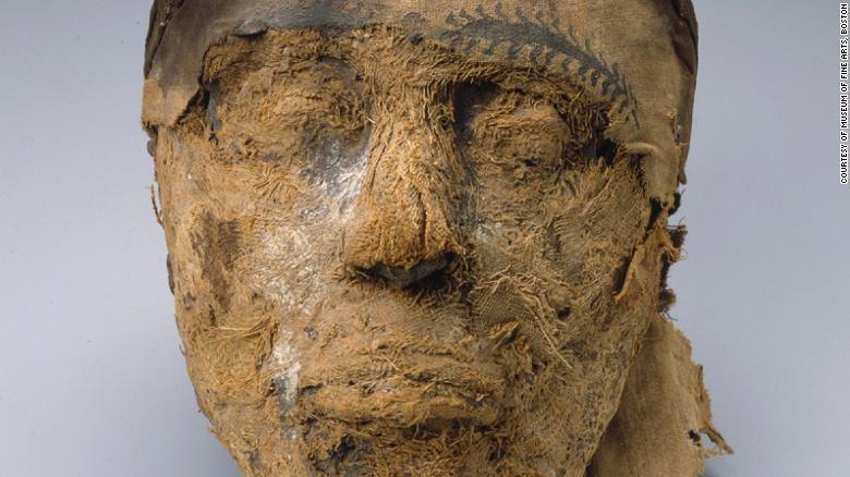 Científicos forenses del FBI han extraído con éxito ADN de una cabeza de momia egipcia de hace 4.000 años. Identificaron que pertenecía a un gobernador provincial llamado Djehutynakht