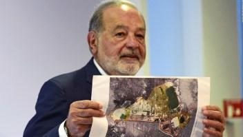 Slim defiende el aeropuerto de la discordia en México