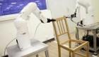 Robot casi logra armar una silla de Ikea en 20 minutos