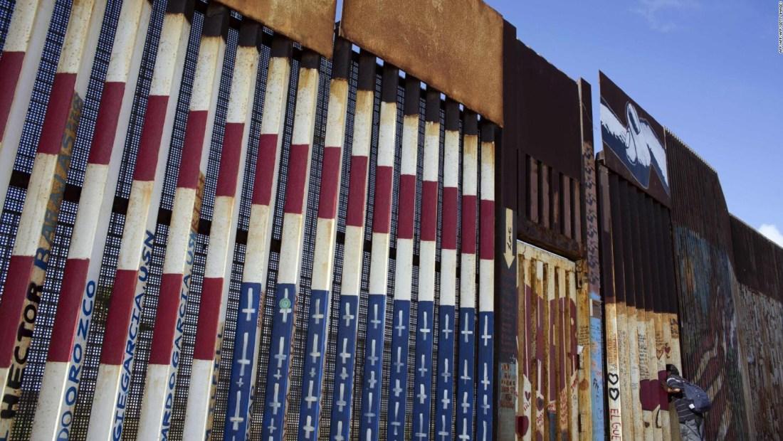 Bandera de EE.UU. pintada en la frontera con México causa controversia