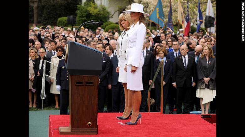 Melania Trump junto a Brigitte Macron en la visita de Estado de Francia en Estados Unidos.