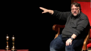 Guillermo del Toro lamenta el asesinato de los estudiantes mexicanos