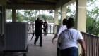 El simulacro realista de cómo actuar durante un tiroteo en una escuela