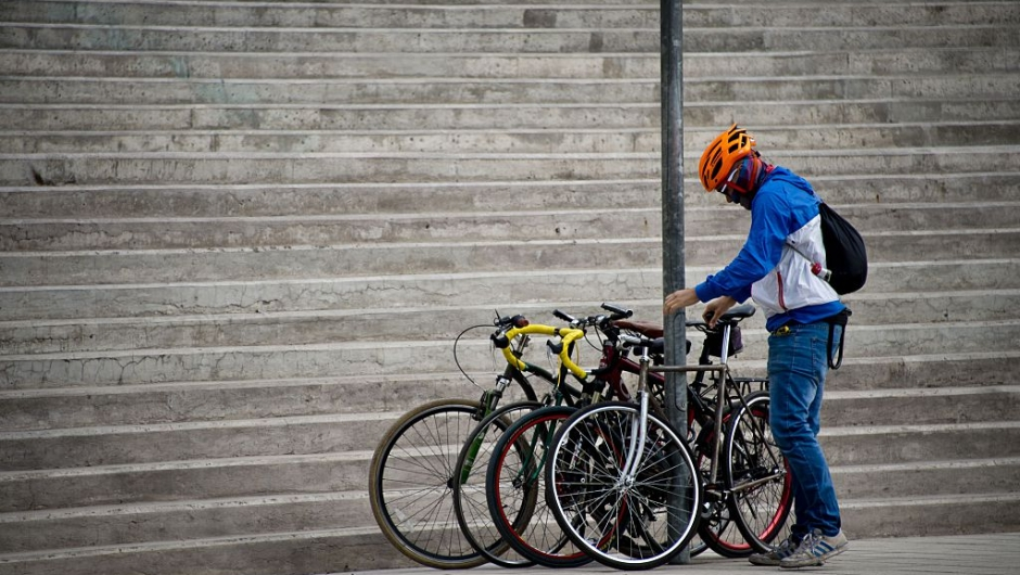A cyclist arrives to participate in the Fifth World Bicycle Forum, an organization that aims to promote bicycles in cities which is taking place until April 5, in Santiago on April 1, 2016. AFP PHOTO MARTIN BERNETTI / AFP / MARTIN BERNETTI (Photo credit should read MARTIN BERNETTI/AFP/Getty Images)
