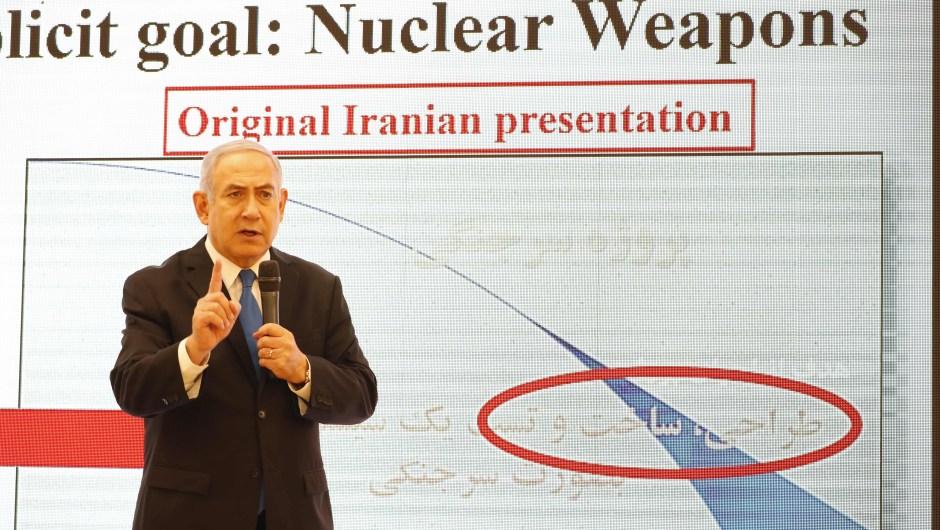 Benjamin Netanyahu durante la presentación en la que acusó a Irán de mentir sobre su programa nuclear el lunes 30 de abril de 2018. (Crédito: JACK GUEZ/AFP/Getty Images)