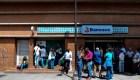 Clientes reaccionan a intervención de Banesco en Venezuela