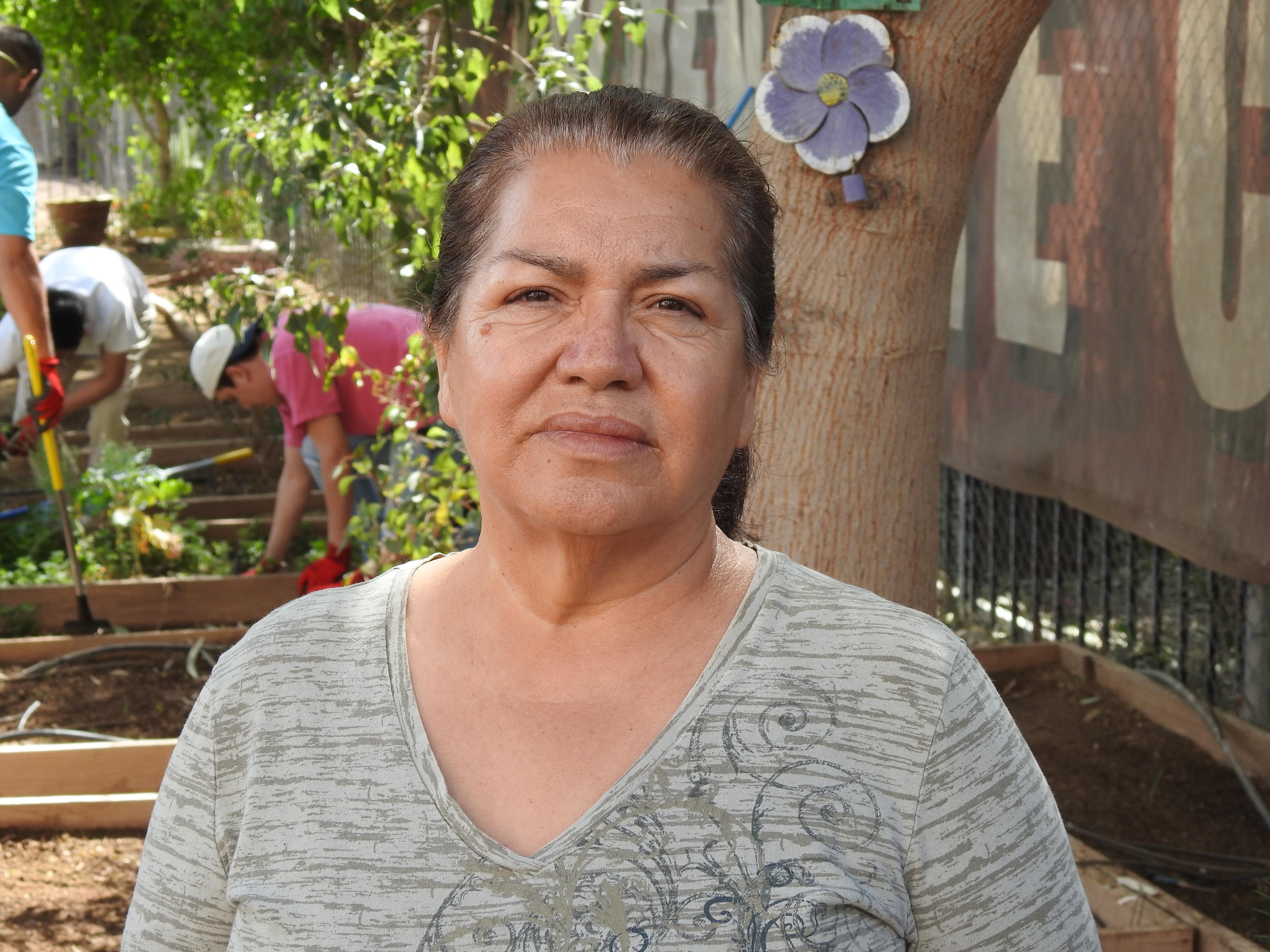 Irma Carrillo Nevarez, en el Centro Comunitario Golden Gate en Phoenix, Arizona. Ella dice que ha recibido poca ayuda de las autoridades para encontrar a sus hijos desaparecidos.