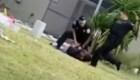 Un agente de policía es acusado después de patear a un sospechoso