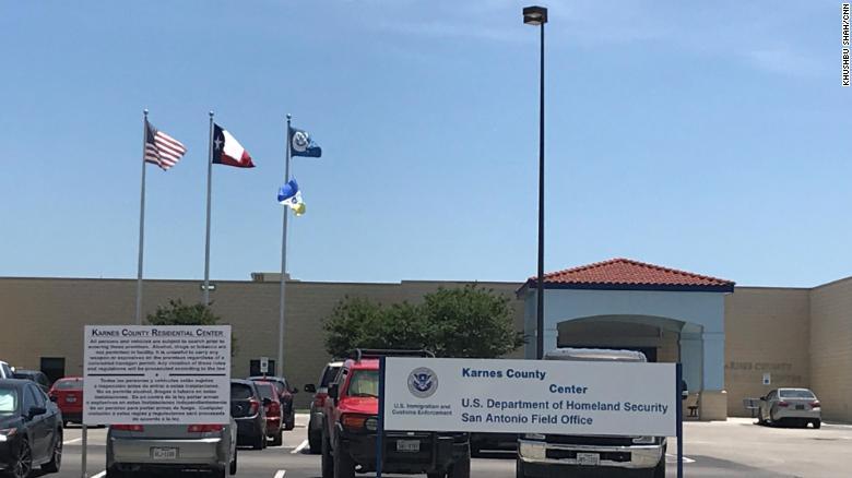 El Centro del Condado de Karnes alberga a mujeres y niños que buscan asilo en Estados Unidos.