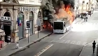 Un autobús se incendia en zona turística en Roma